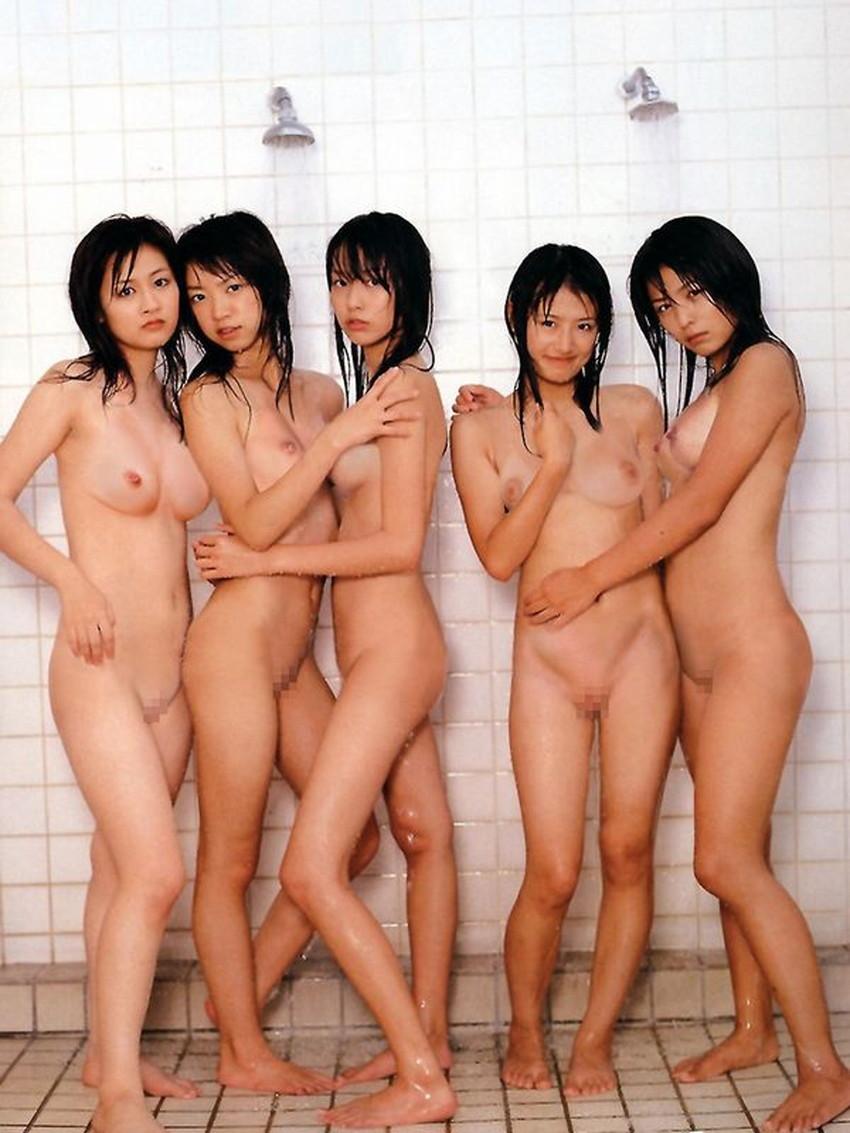 【集団ヌードエロ画像】ハーレムセックスしたくなる大量の美女達が全裸で誘惑してくれてる集団ヌードのエロ画像集!ww【80枚】 31
