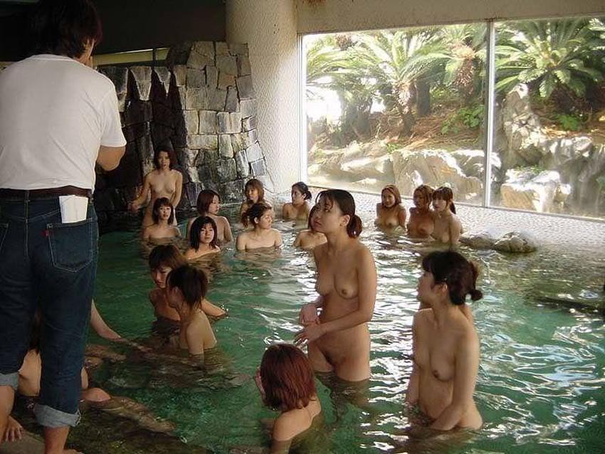 【集団ヌードエロ画像】ハーレムセックスしたくなる大量の美女達が全裸で誘惑してくれてる集団ヌードのエロ画像集!ww【80枚】 62