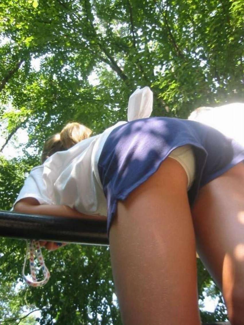 【短パンパンチラエロ画像】オシャレ女子がを開いたらショートパンツの脇からガチパンティーが見えちゃってる短パンパンチラのエロ画像集!ww【80枚】 45