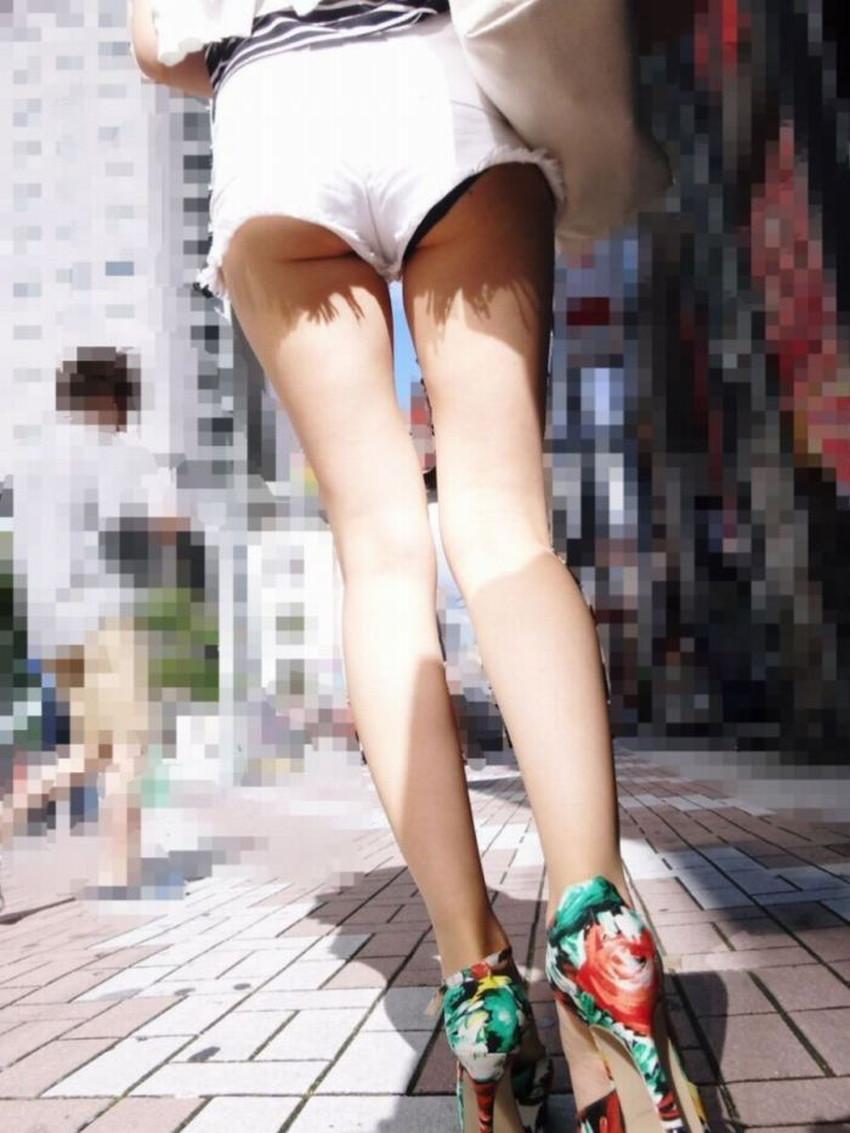 【短パンパンチラエロ画像】オシャレ女子がを開いたらショートパンツの脇からガチパンティーが見えちゃってる短パンパンチラのエロ画像集!ww【80枚】 57