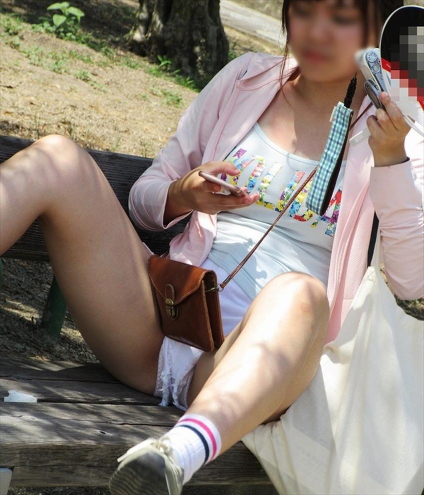 【短パンパンチラエロ画像】オシャレ女子がを開いたらショートパンツの脇からガチパンティーが見えちゃってる短パンパンチラのエロ画像集!ww【80枚】 75