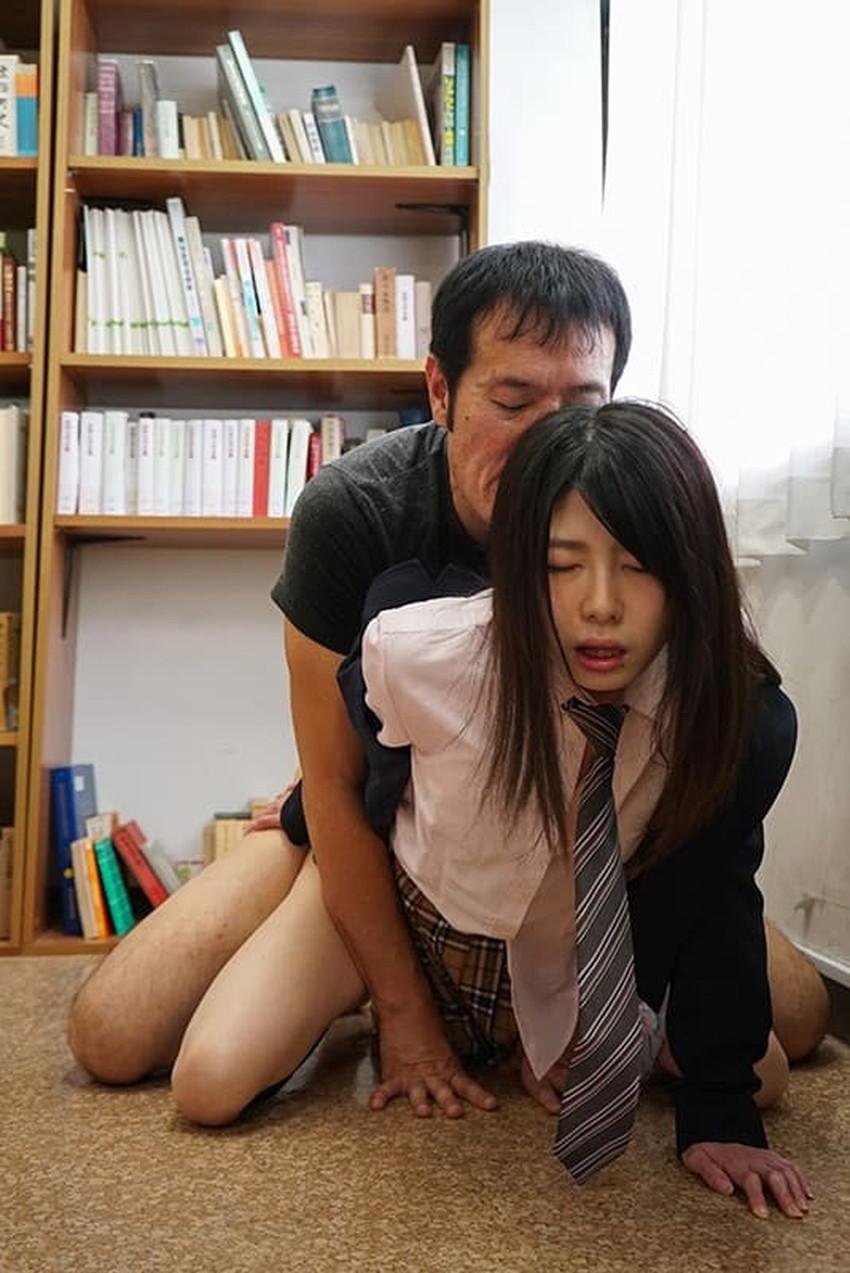 【図書室セックスエロ画像】図書室で禁断のセックス!本棚裏でJKの制服めくって優等生まんこにブチ込んでる図書室セックスのエロ画像集!ww【80枚】 77
