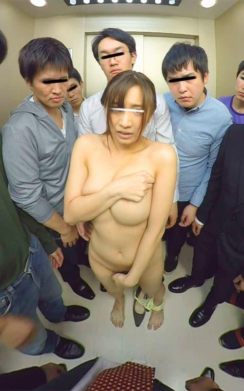 【エレベーターエロ画像】エレベーターが故障でストップしてJKやOLたちを痴漢レイプしちゃったエレベーターエロ画像集ww 17