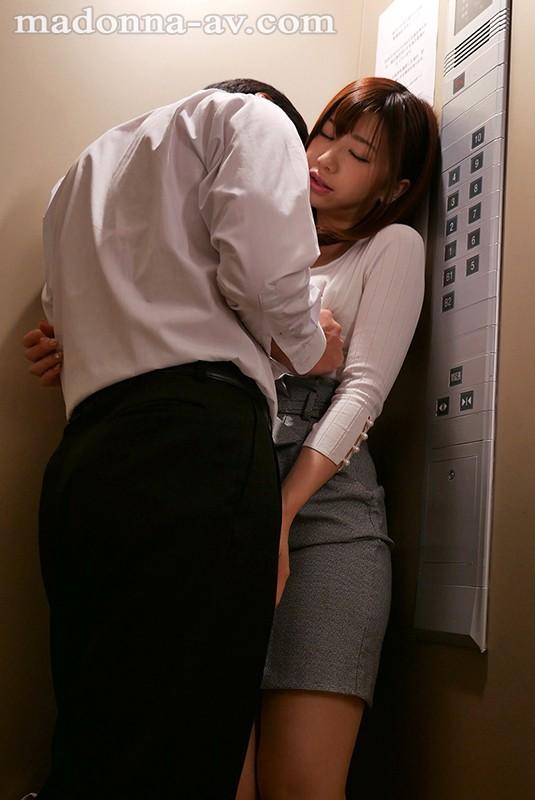 【エレベーターエロ画像】エレベーターが故障でストップしてJKやOLたちを痴漢レイプしちゃったエレベーターエロ画像集ww 75
