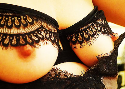 【変態下着エロ画像】ブラやパンティーに穴が空いていて着衣状態で乳首もおまんこも丸見え!そのままちんぽ挿入できちゃう卑猥すぎる変態下着のエロ画像集!ww【80枚】