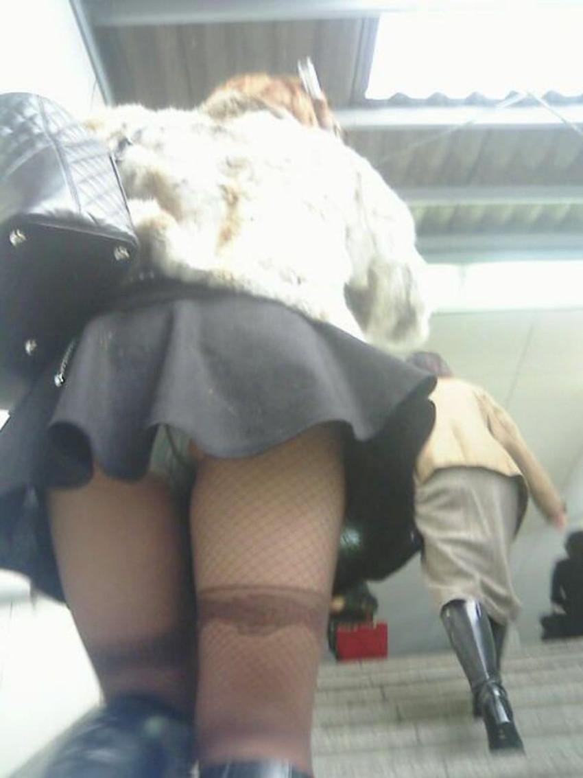 【階段パンチラエロ画像】素人女子の階段パンチラを盗撮する為にエレベーターは使わない!性欲解消と運動にもなる階段パンチラのエロ画像集!ww【80枚】 07