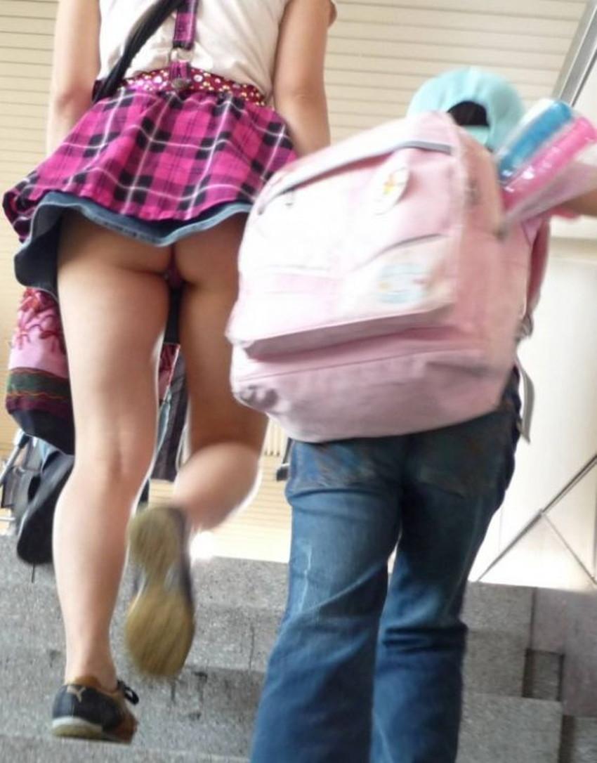 【階段パンチラエロ画像】素人女子の階段パンチラを盗撮する為にエレベーターは使わない!性欲解消と運動にもなる階段パンチラのエロ画像集!ww【80枚】 28
