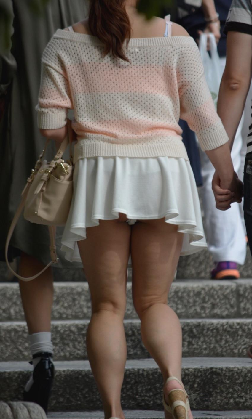 【階段パンチラエロ画像】素人女子の階段パンチラを盗撮する為にエレベーターは使わない!性欲解消と運動にもなる階段パンチラのエロ画像集!ww【80枚】 40