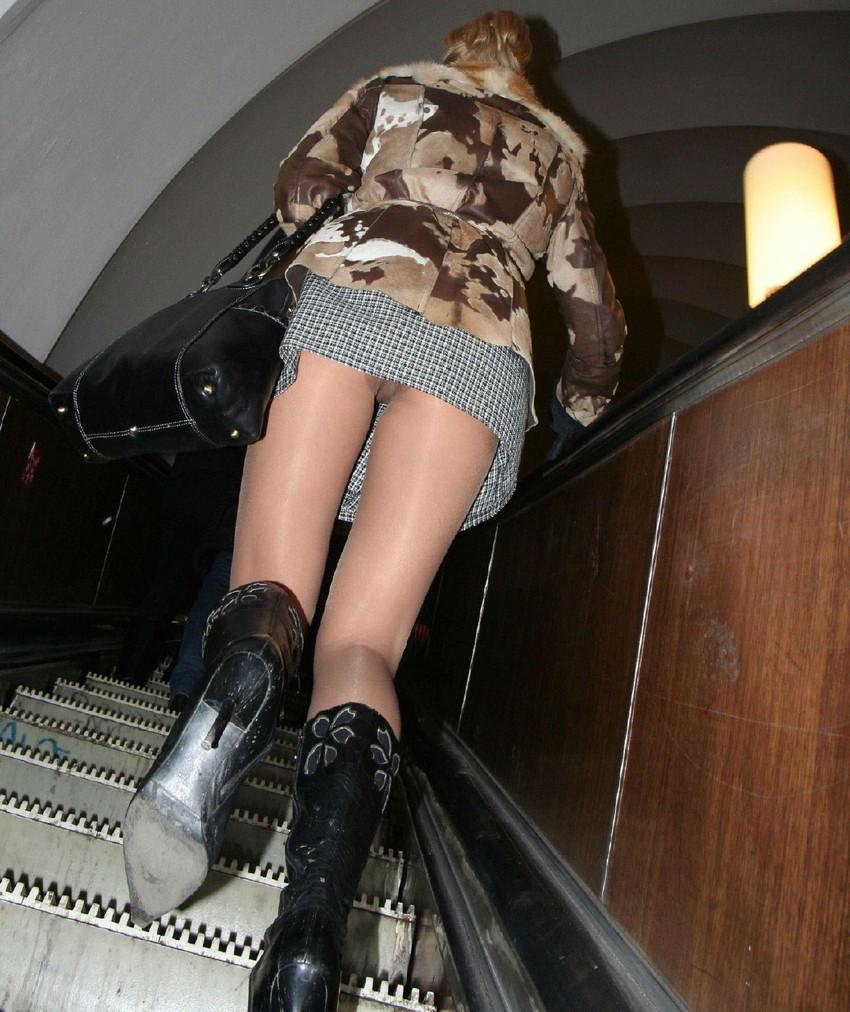【階段パンチラエロ画像】素人女子の階段パンチラを盗撮する為にエレベーターは使わない!性欲解消と運動にもなる階段パンチラのエロ画像集!ww【80枚】 49