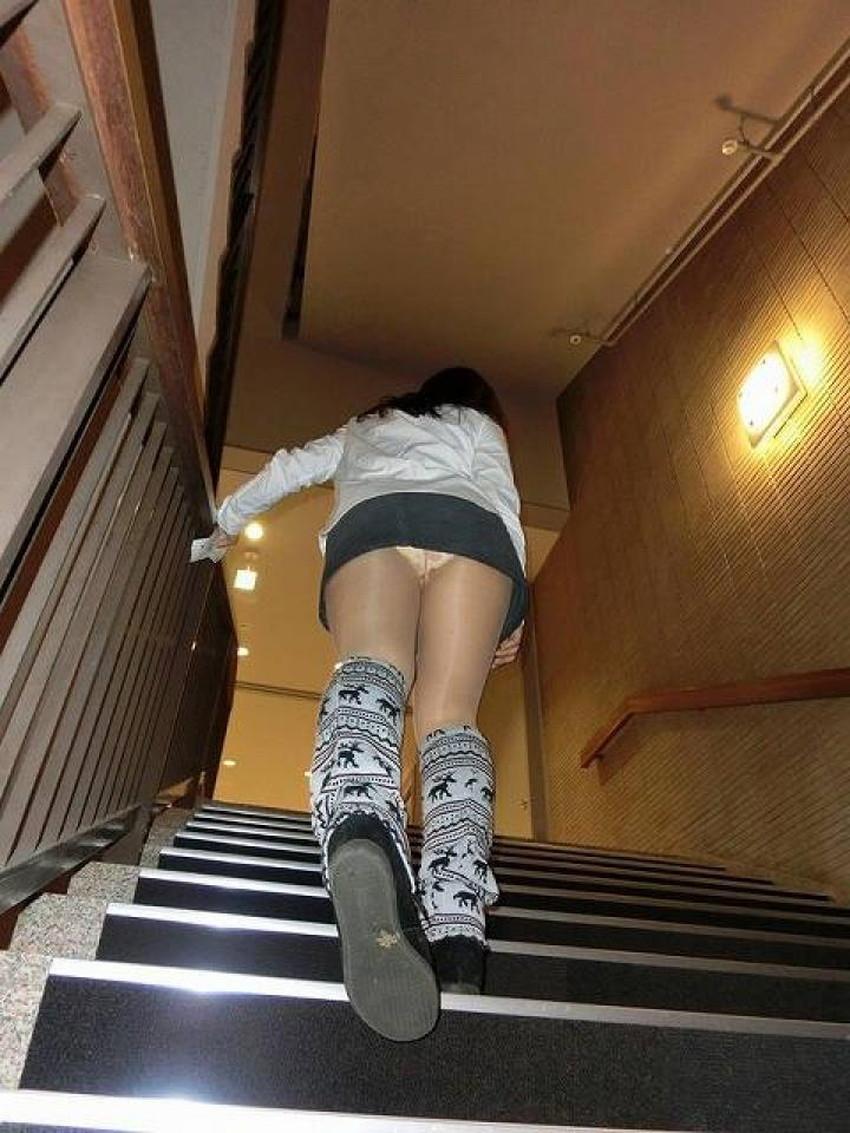 【階段パンチラエロ画像】素人女子の階段パンチラを盗撮する為にエレベーターは使わない!性欲解消と運動にもなる階段パンチラのエロ画像集!ww【80枚】 67