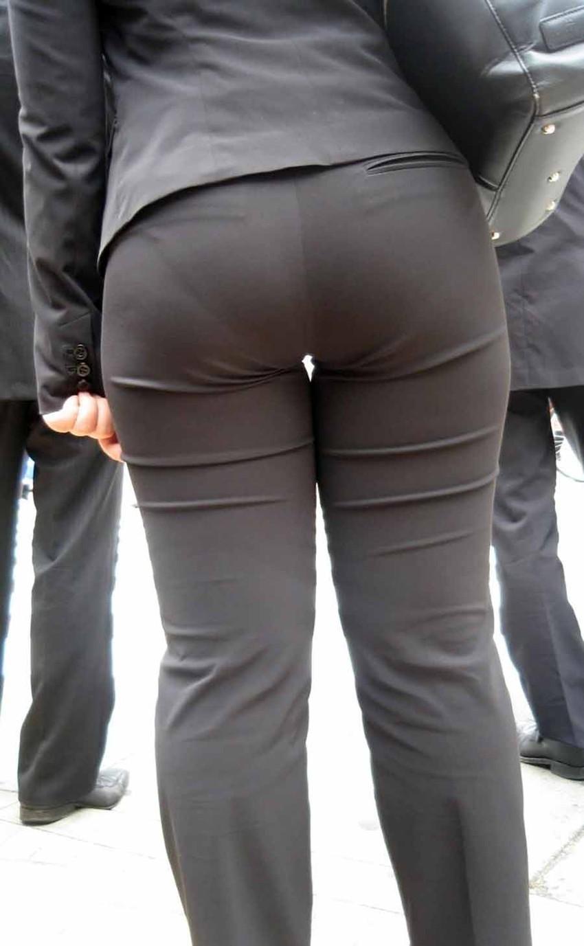 【パンツスーツOLエロ画像】パンツスーツOLのデカ尻から浮かび上がるパンティーラインが一番美しい!ww仕事や休憩中のOLのパン線を隠し撮りしたパンツスーツOLのエロ画像集!ww【80枚】 30