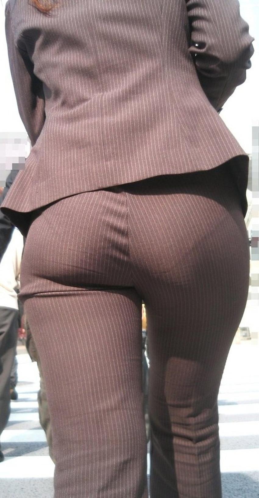 【パンツスーツOLエロ画像】パンツスーツOLのデカ尻から浮かび上がるパンティーラインが一番美しい!ww仕事や休憩中のOLのパン線を隠し撮りしたパンツスーツOLのエロ画像集!ww【80枚】 32