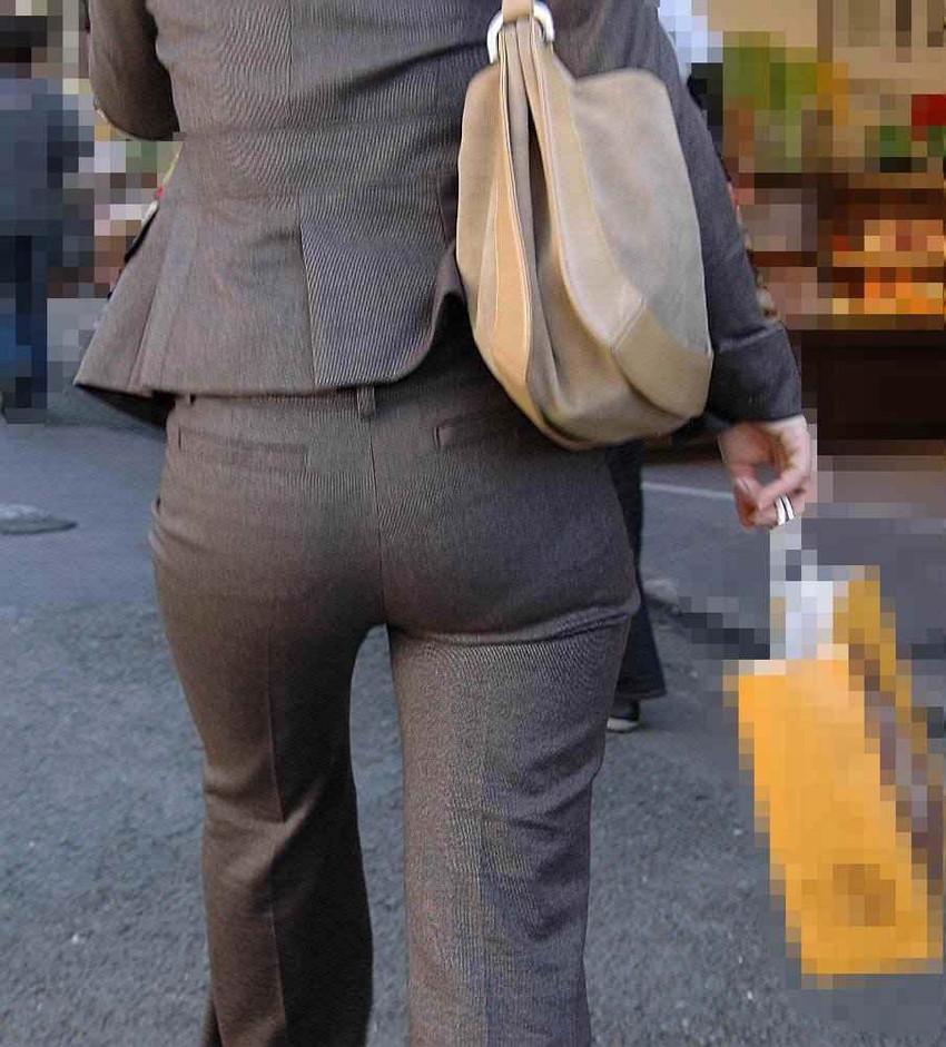 【パンツスーツOLエロ画像】パンツスーツOLのデカ尻から浮かび上がるパンティーラインが一番美しい!ww仕事や休憩中のOLのパン線を隠し撮りしたパンツスーツOLのエロ画像集!ww【80枚】 40