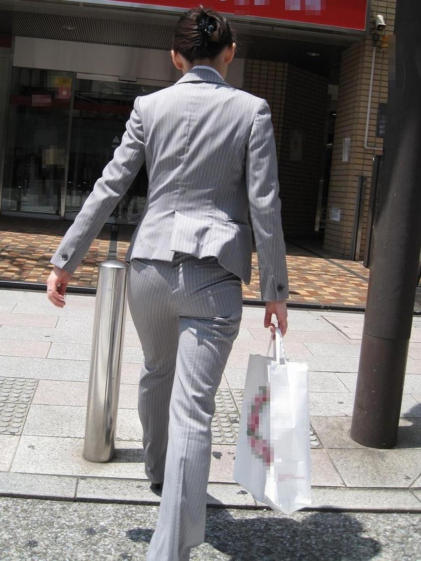 【パンツスーツOLエロ画像】パンツスーツOLのデカ尻から浮かび上がるパンティーラインが一番美しい!ww仕事や休憩中のOLのパン線を隠し撮りしたパンツスーツOLのエロ画像集!ww【80枚】 45