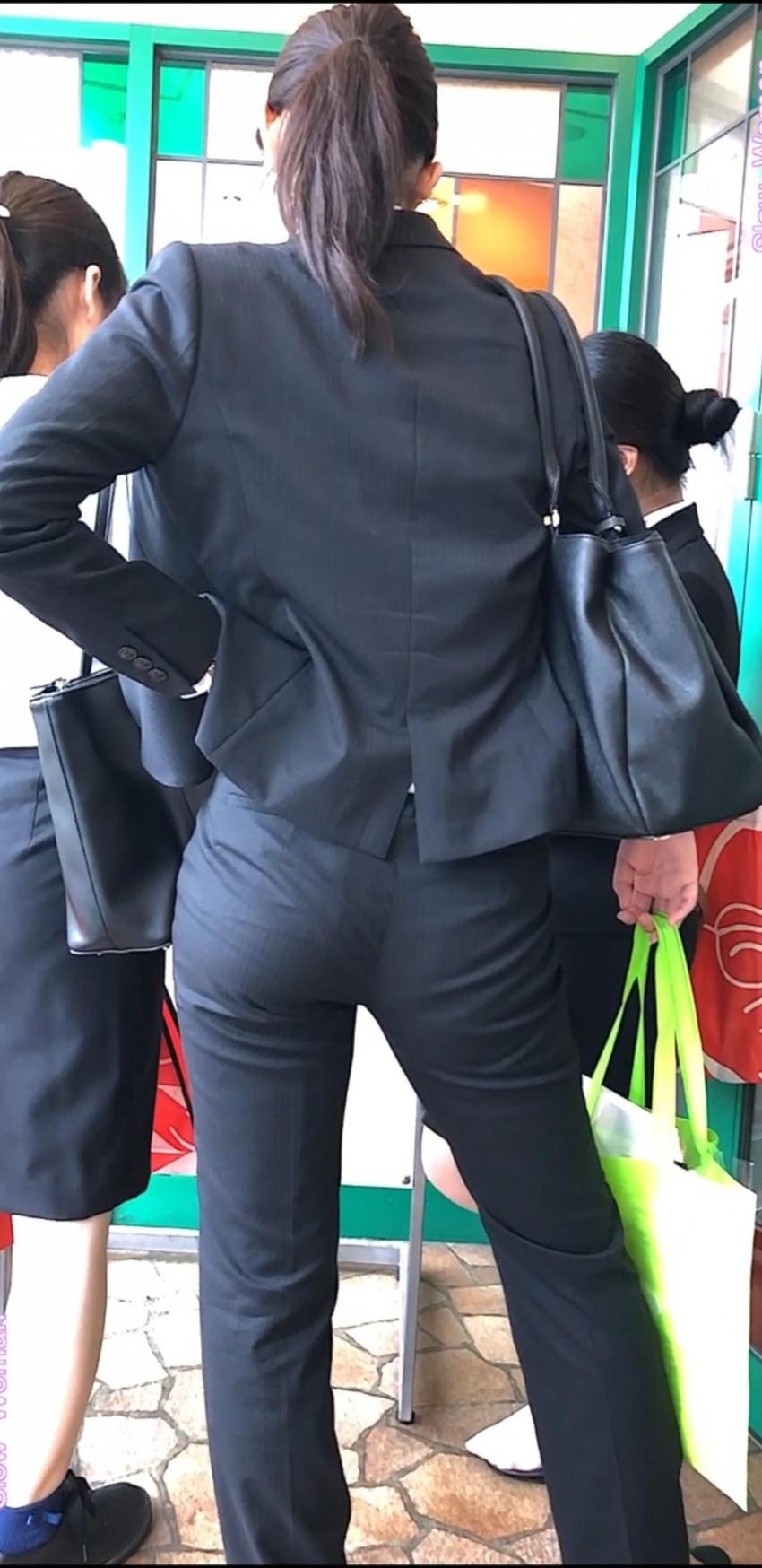 【パンツスーツOLエロ画像】パンツスーツOLのデカ尻から浮かび上がるパンティーラインが一番美しい!ww仕事や休憩中のOLのパン線を隠し撮りしたパンツスーツOLのエロ画像集!ww【80枚】 47