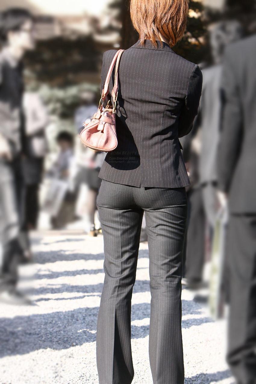 【パンツスーツOLエロ画像】パンツスーツOLのデカ尻から浮かび上がるパンティーラインが一番美しい!ww仕事や休憩中のOLのパン線を隠し撮りしたパンツスーツOLのエロ画像集!ww【80枚】 68