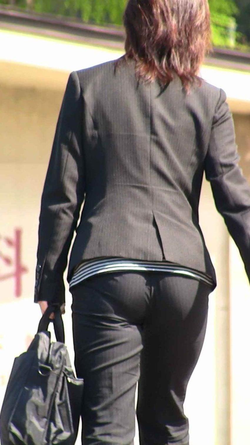 【パンツスーツOLエロ画像】パンツスーツOLのデカ尻から浮かび上がるパンティーラインが一番美しい!ww仕事や休憩中のOLのパン線を隠し撮りしたパンツスーツOLのエロ画像集!ww【80枚】 74