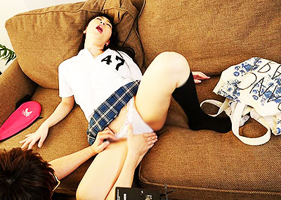 【スポユニコスプレエロ画像】女子スポーツのユニフォームやテニスウェアで着衣セックスして汗をほとばしらせてるスポユニコスプレのエロ画像集!【80枚】