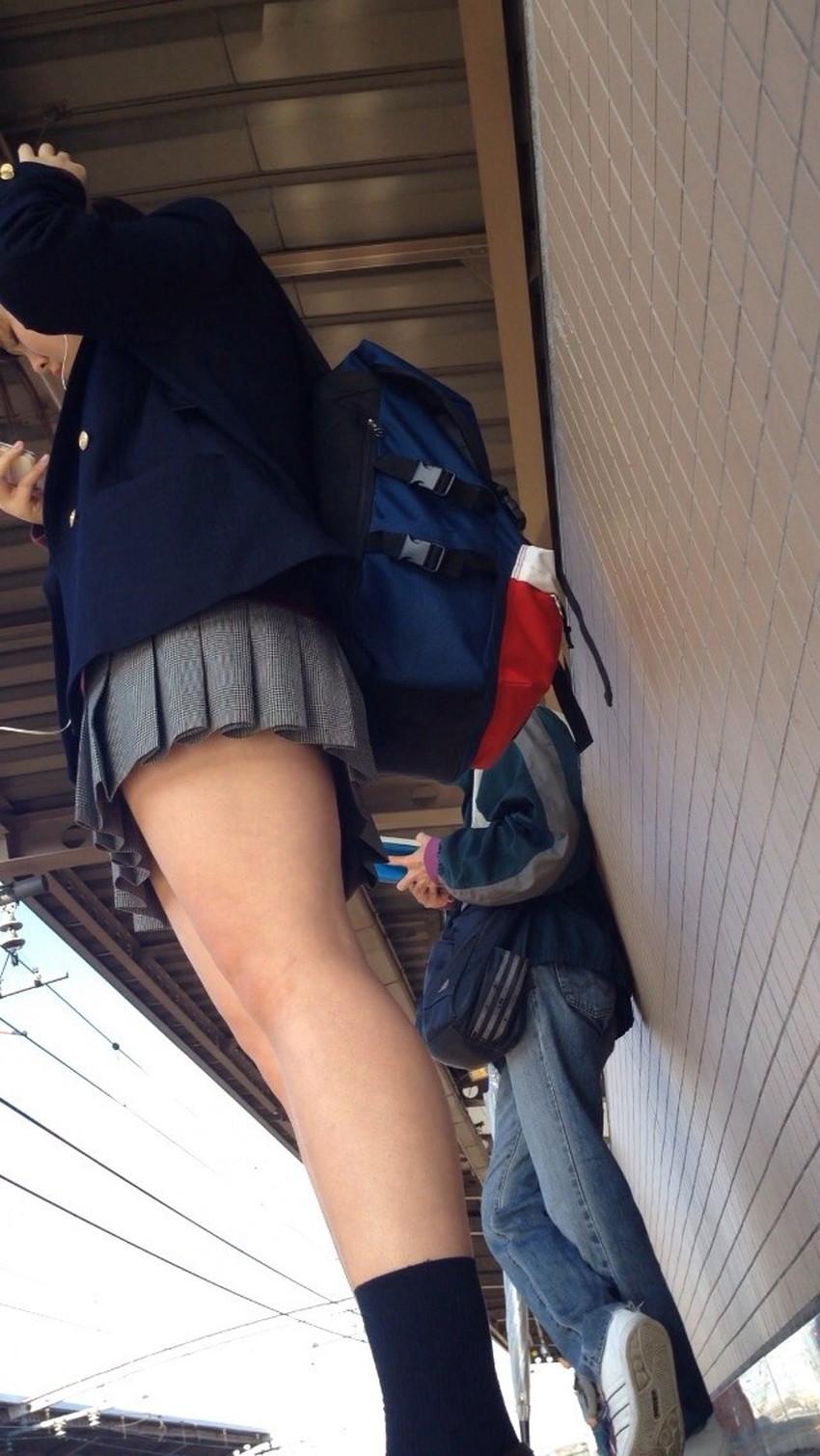 【ミニスカJKエロ画像】パンティー見えても動じない制服がミニスカ過ぎる神JKたちのパンチラをゲットしたミニスカJKのエロ画像集!ww【80枚】 73