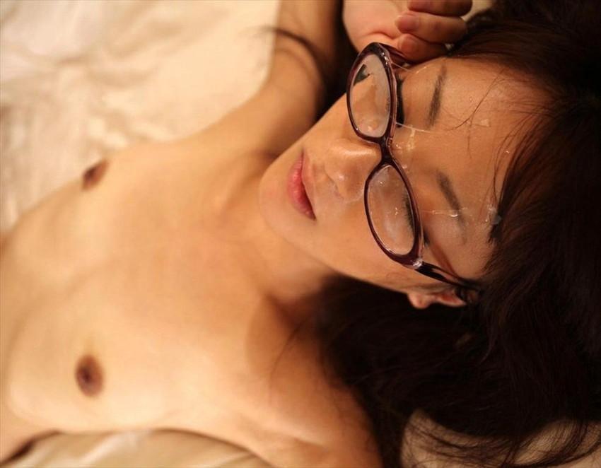 【メガネ人妻エロ画像】地味で真面目に見えるけど脱がせたら隠れ巨乳で他人棒と不倫するのが大好きなメガネ人妻のエロ画像集ww 07