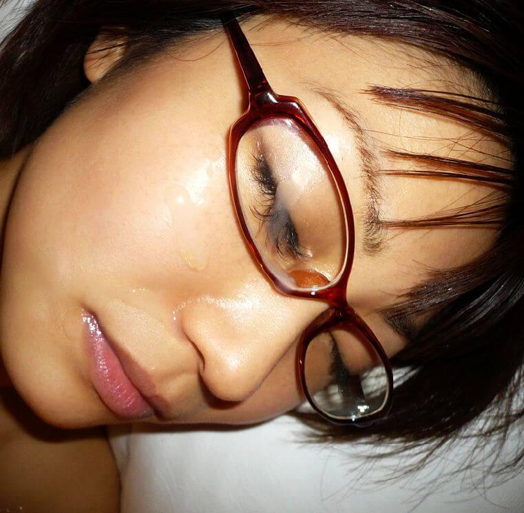 【メガネ人妻エロ画像】地味で真面目に見えるけど脱がせたら隠れ巨乳で他人棒と不倫するのが大好きなメガネ人妻のエロ画像集ww 17