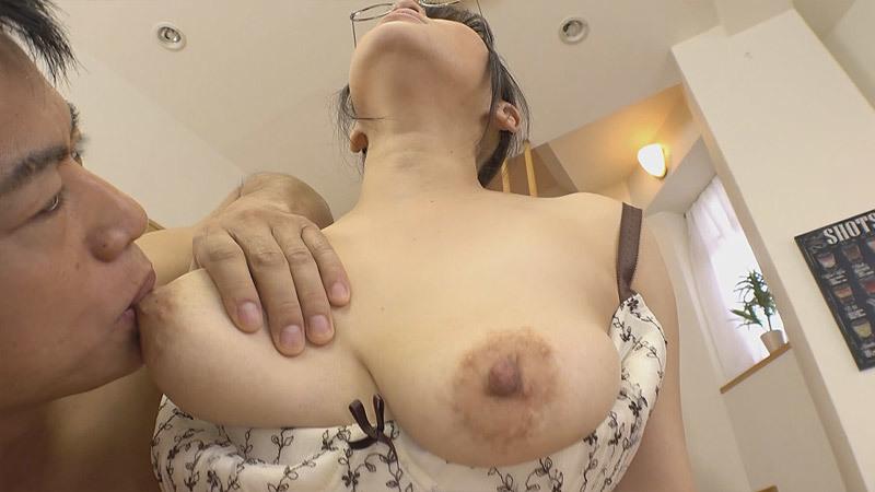 【メガネ人妻エロ画像】地味で真面目に見えるけど脱がせたら隠れ巨乳で他人棒と不倫するのが大好きなメガネ人妻のエロ画像集ww 79
