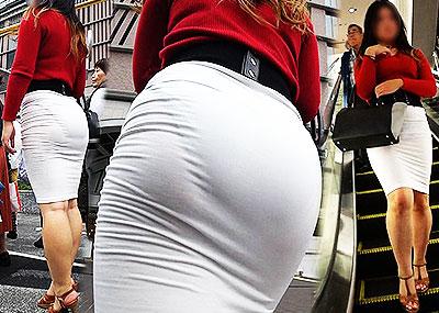 【パン透けスカートエロ画像】パンティーラインが透けちゃうタイトミニやマキシワンピで無防備に歩く美女達のパン透けスカートのエロ画像集!ww【80枚】