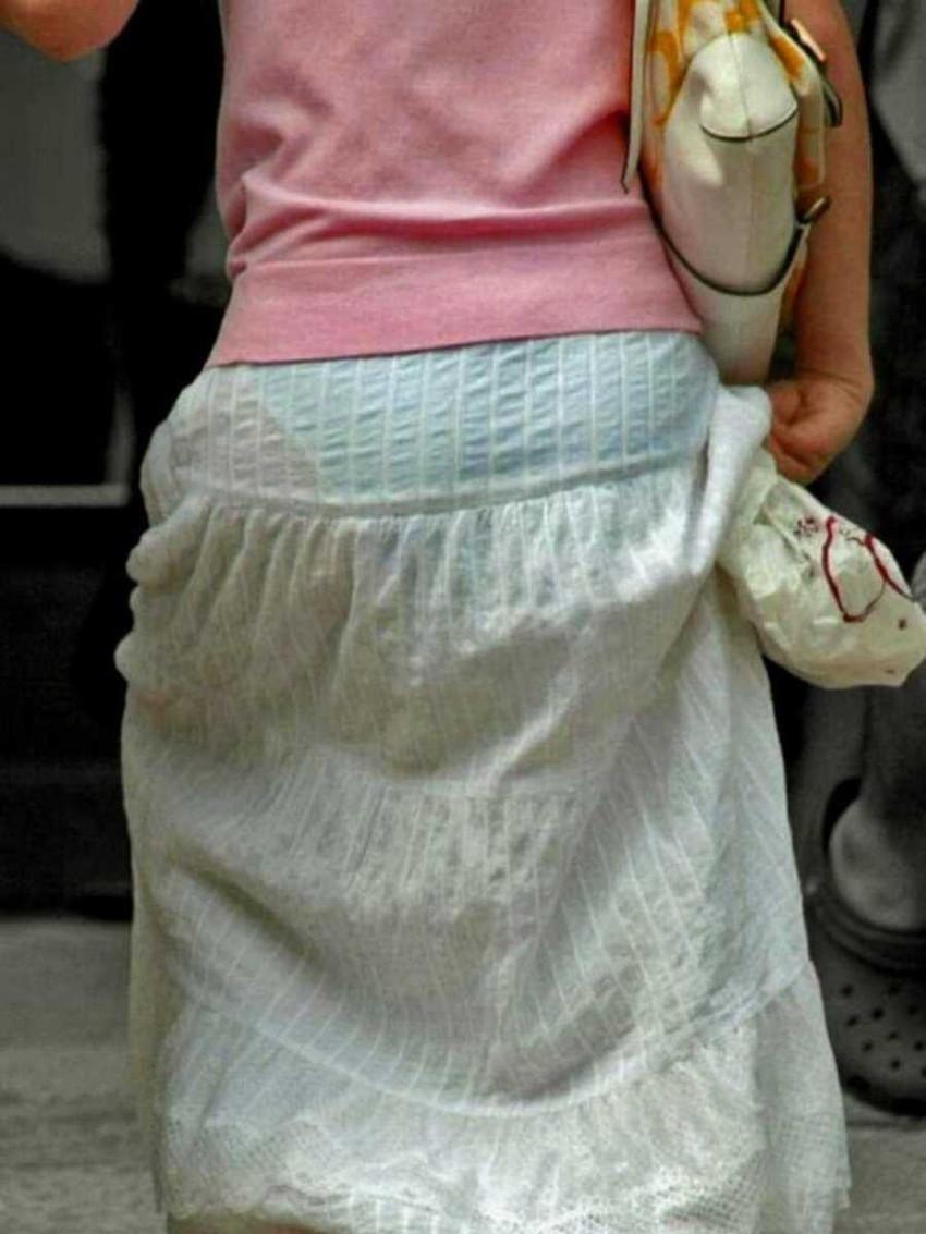 【パン透けスカートエロ画像】パンティーラインが透けちゃうタイトミニやマキシワンピで無防備に歩く美女達のパン透けスカートのエロ画像集!ww【80枚】 20