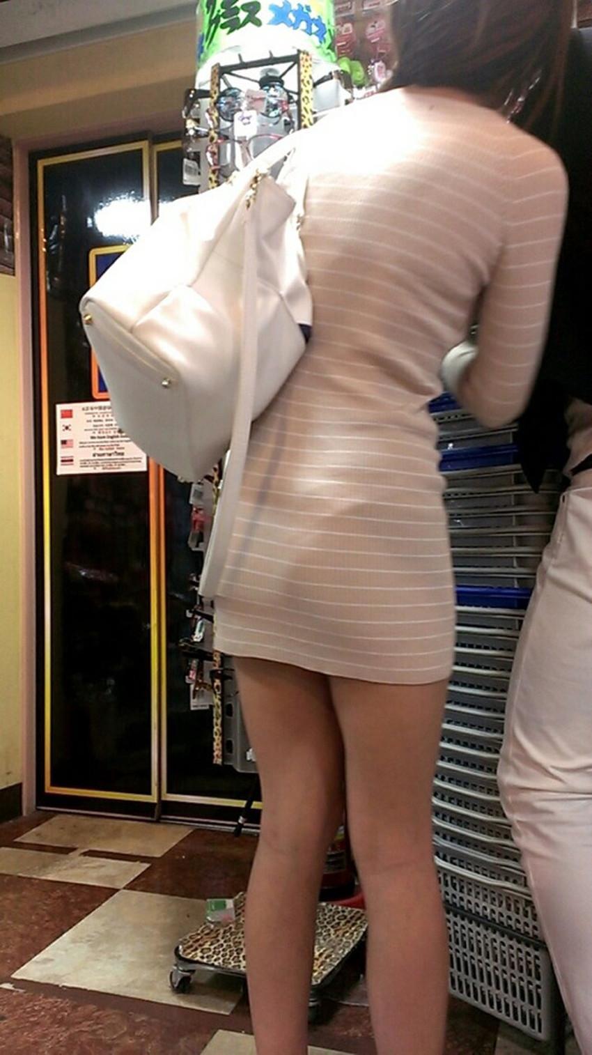【パン透けスカートエロ画像】パンティーラインが透けちゃうタイトミニやマキシワンピで無防備に歩く美女達のパン透けスカートのエロ画像集!ww【80枚】 42