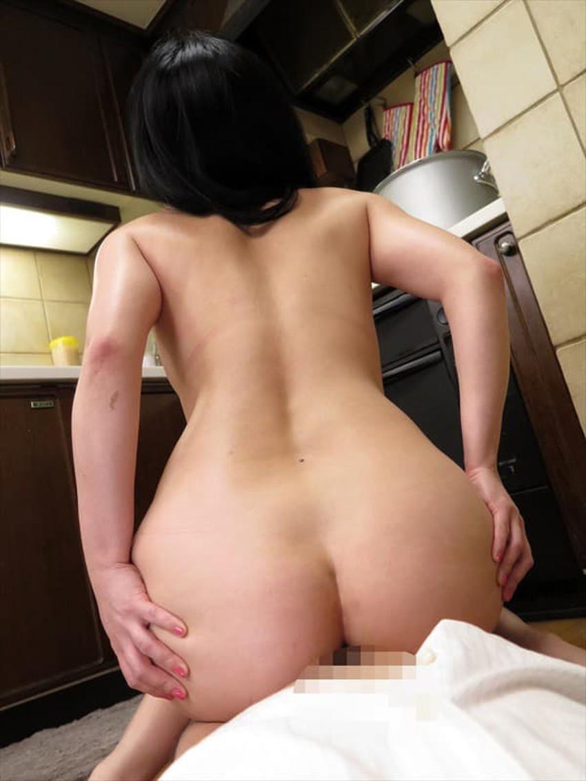 【台所セックスエロ画像】不倫妻と盛り上がる台所セックス!wwキッチンでフェラさせて野菜をおまんこにブチ込んでる台所セックスのエロ画像集!!【80枚】 65