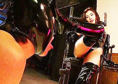 【SM女王様エロ画像】ブタと呼ばれたいM男にスパンキング調教しているボンテージコスを着たSM女王様のエロ画像集!!【80枚】
