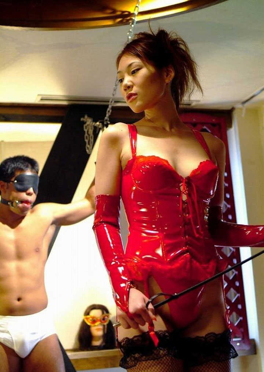 【SM女王様エロ画像】ブタと呼ばれたいM男にスパンキング調教しているボンテージコスを着たSM女王様のエロ画像集!!【80枚】 15