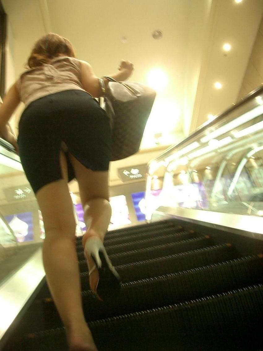 【スリットパンチラエロ画像】タイトスカートの美脚お姉さんのスリットから見えるパンチラが堪らないスリットパンチラのエロ画像集!w【80枚】 25