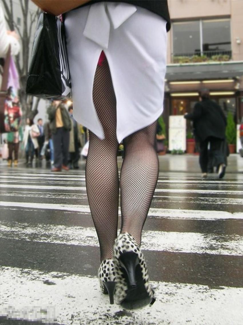 【スリットパンチラエロ画像】タイトスカートの美脚お姉さんのスリットから見えるパンチラが堪らないスリットパンチラのエロ画像集!w【80枚】 29