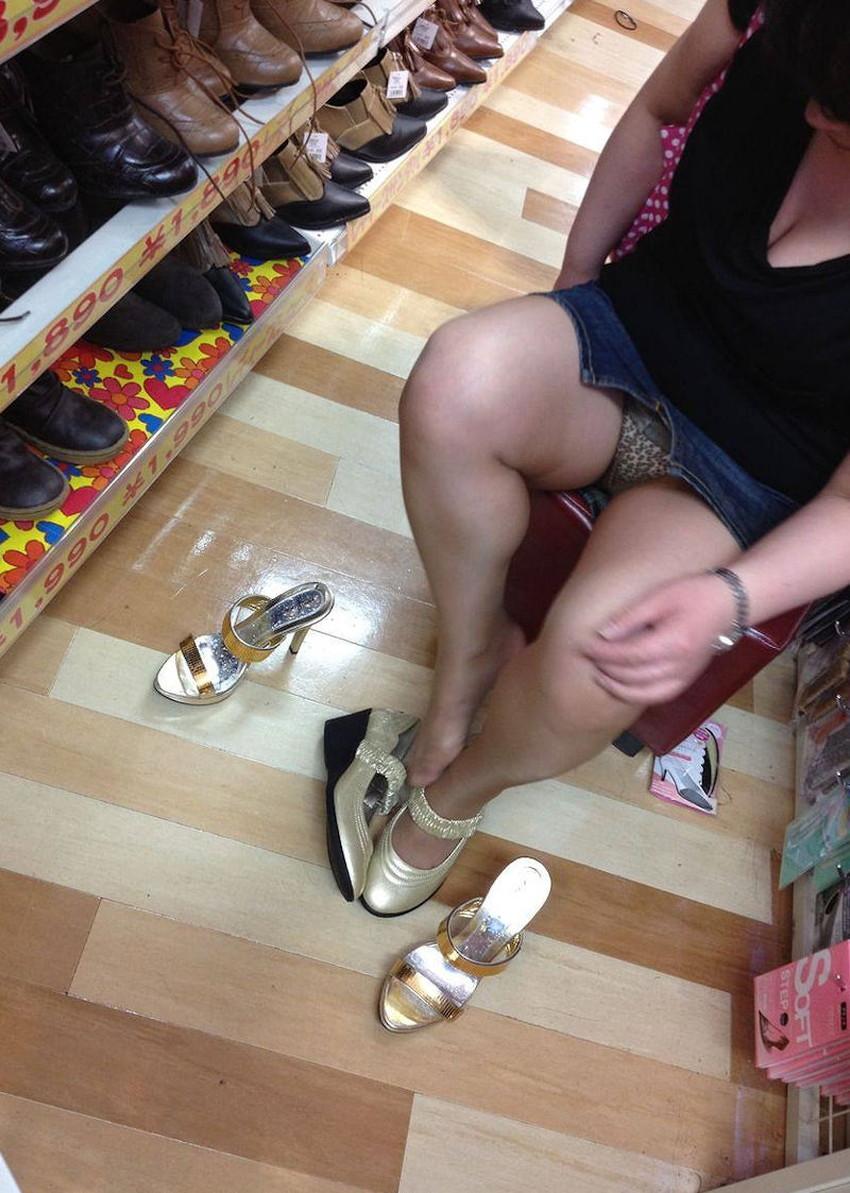 【スリットパンチラエロ画像】タイトスカートの美脚お姉さんのスリットから見えるパンチラが堪らないスリットパンチラのエロ画像集!w【80枚】 43