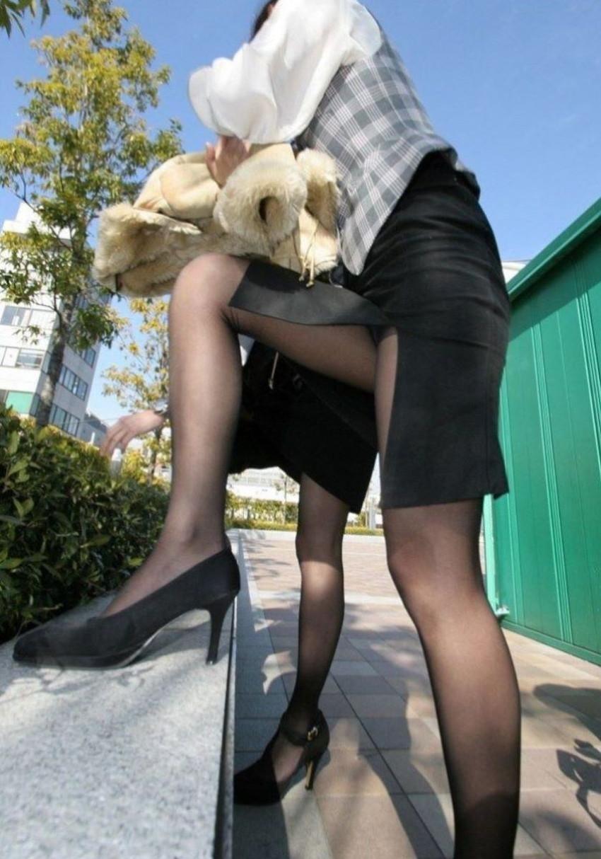 【スリットパンチラエロ画像】タイトスカートの美脚お姉さんのスリットから見えるパンチラが堪らないスリットパンチラのエロ画像集!w【80枚】 49