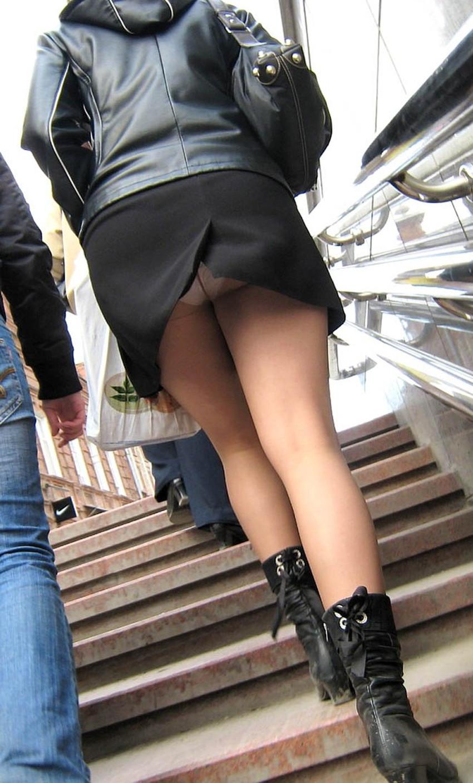 【スリットパンチラエロ画像】タイトスカートの美脚お姉さんのスリットから見えるパンチラが堪らないスリットパンチラのエロ画像集!w【80枚】 56
