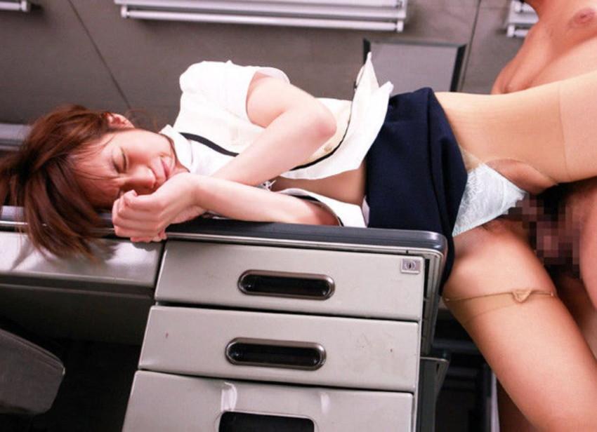 【社内不倫エロ画像】オフィスで美人OLが妻子持ち上司にフェラして、会議室でパンスト破り挿入されてる社内不倫のエロ画像集!w【80枚】 08