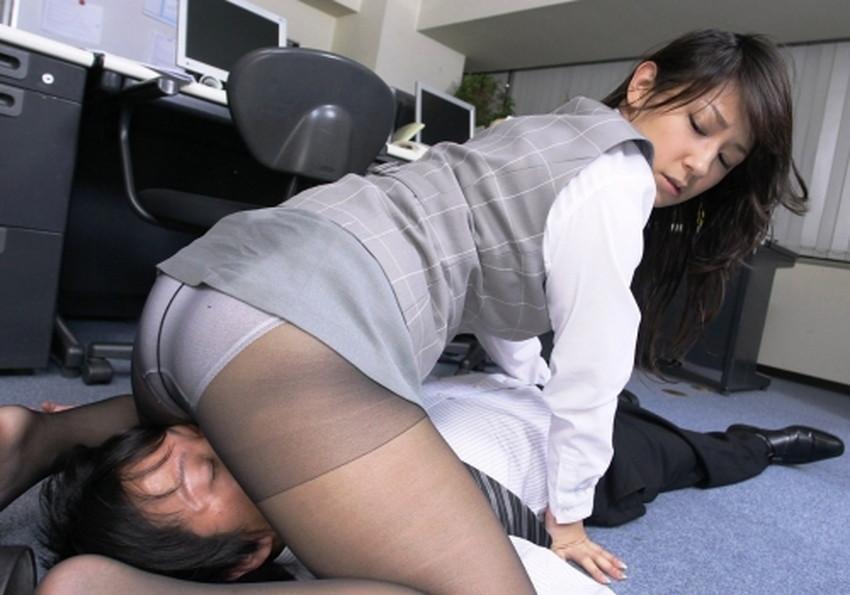 【社内不倫エロ画像】オフィスで美人OLが妻子持ち上司にフェラして、会議室でパンスト破り挿入されてる社内不倫のエロ画像集!w【80枚】 46