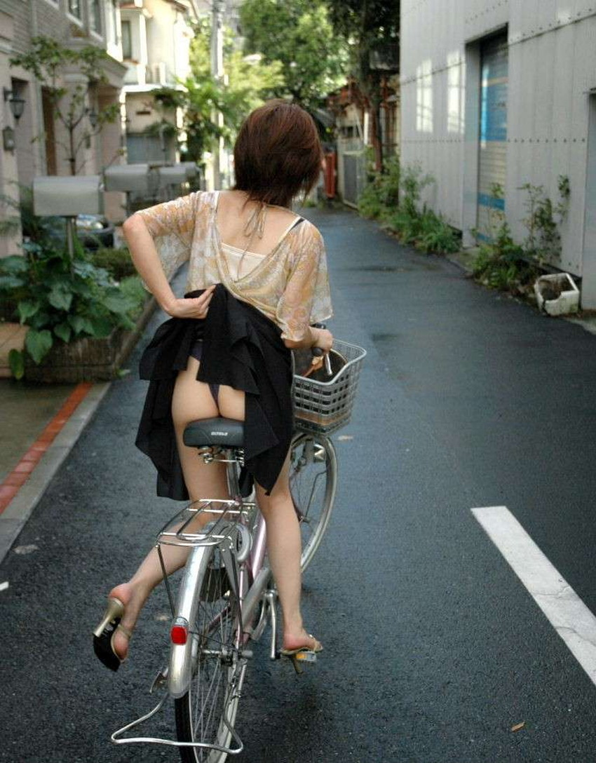 【自転車尻エロ画像】尻肉がサドルに食い込むチャリンコ女子をずっと見送っていられる自転車尻のエロ画像集!ww【80枚】 14