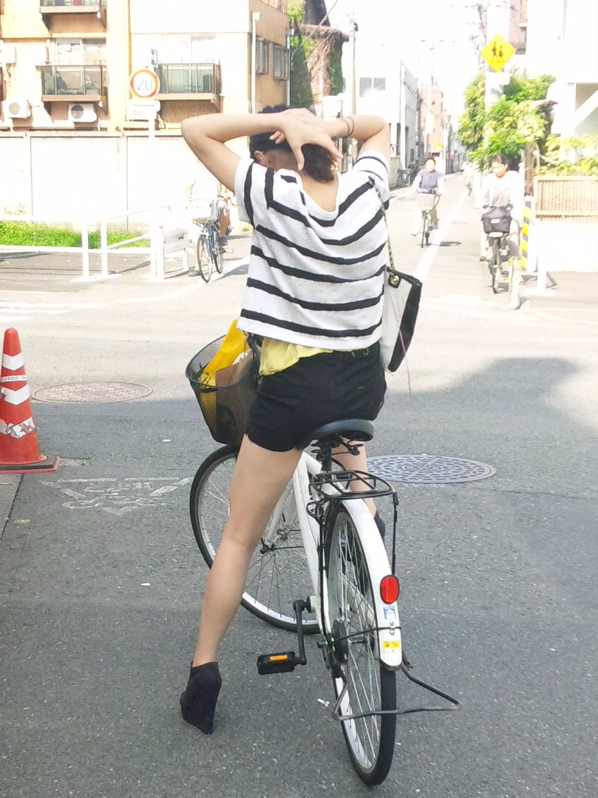 【自転車尻エロ画像】尻肉がサドルに食い込むチャリンコ女子をずっと見送っていられる自転車尻のエロ画像集!ww【80枚】 17