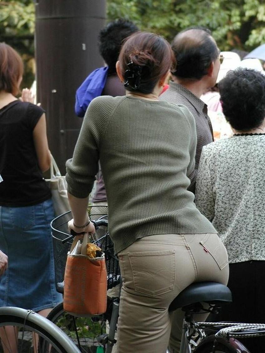 【自転車尻エロ画像】尻肉がサドルに食い込むチャリンコ女子をずっと見送っていられる自転車尻のエロ画像集!ww【80枚】 18