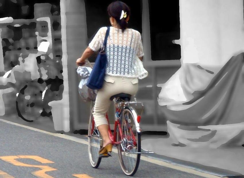 【自転車尻エロ画像】尻肉がサドルに食い込むチャリンコ女子をずっと見送っていられる自転車尻のエロ画像集!ww【80枚】 24