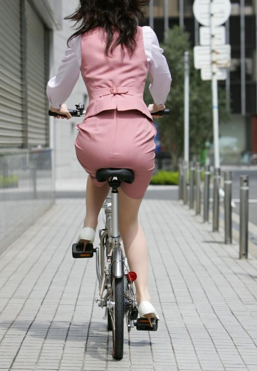 【自転車尻エロ画像】尻肉がサドルに食い込むチャリンコ女子をずっと見送っていられる自転車尻のエロ画像集!ww【80枚】 30