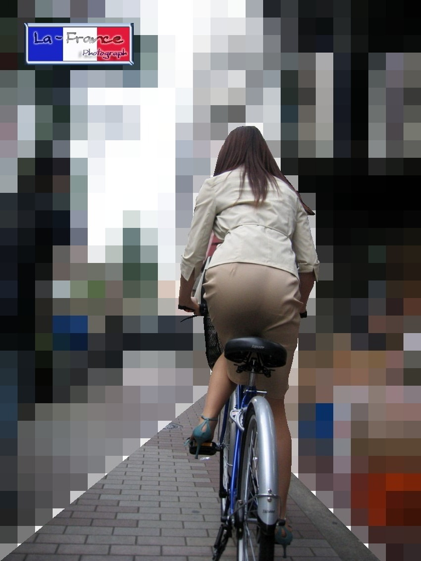 【自転車尻エロ画像】尻肉がサドルに食い込むチャリンコ女子をずっと見送っていられる自転車尻のエロ画像集!ww【80枚】 32