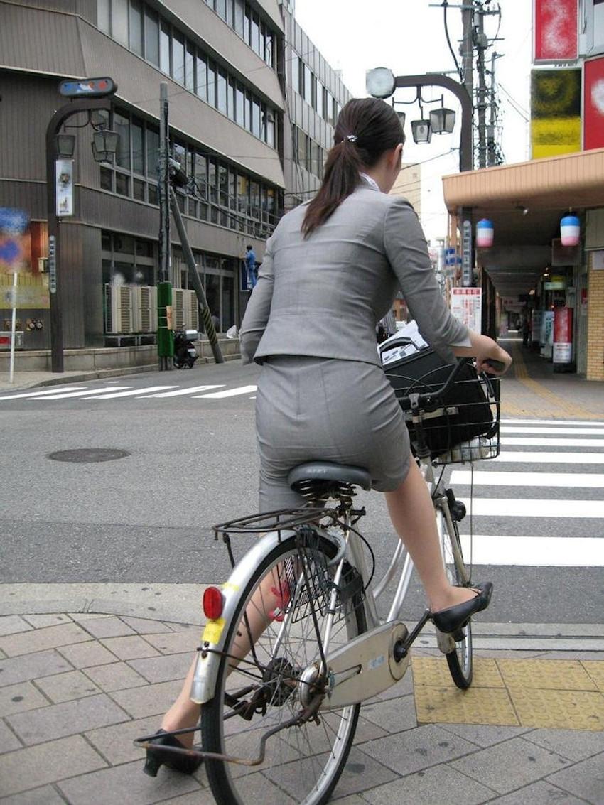【自転車尻エロ画像】尻肉がサドルに食い込むチャリンコ女子をずっと見送っていられる自転車尻のエロ画像集!ww【80枚】 42