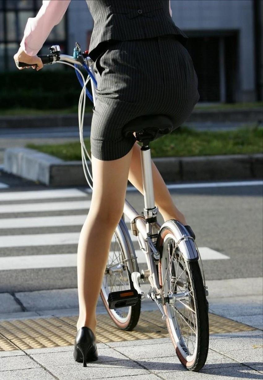 【自転車尻エロ画像】尻肉がサドルに食い込むチャリンコ女子をずっと見送っていられる自転車尻のエロ画像集!ww【80枚】 63