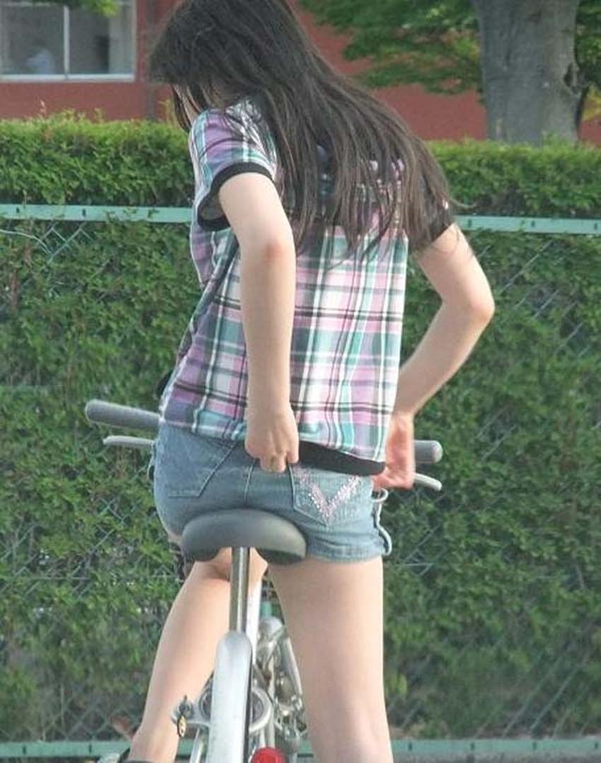 【自転車尻エロ画像】尻肉がサドルに食い込むチャリンコ女子をずっと見送っていられる自転車尻のエロ画像集!ww【80枚】 80
