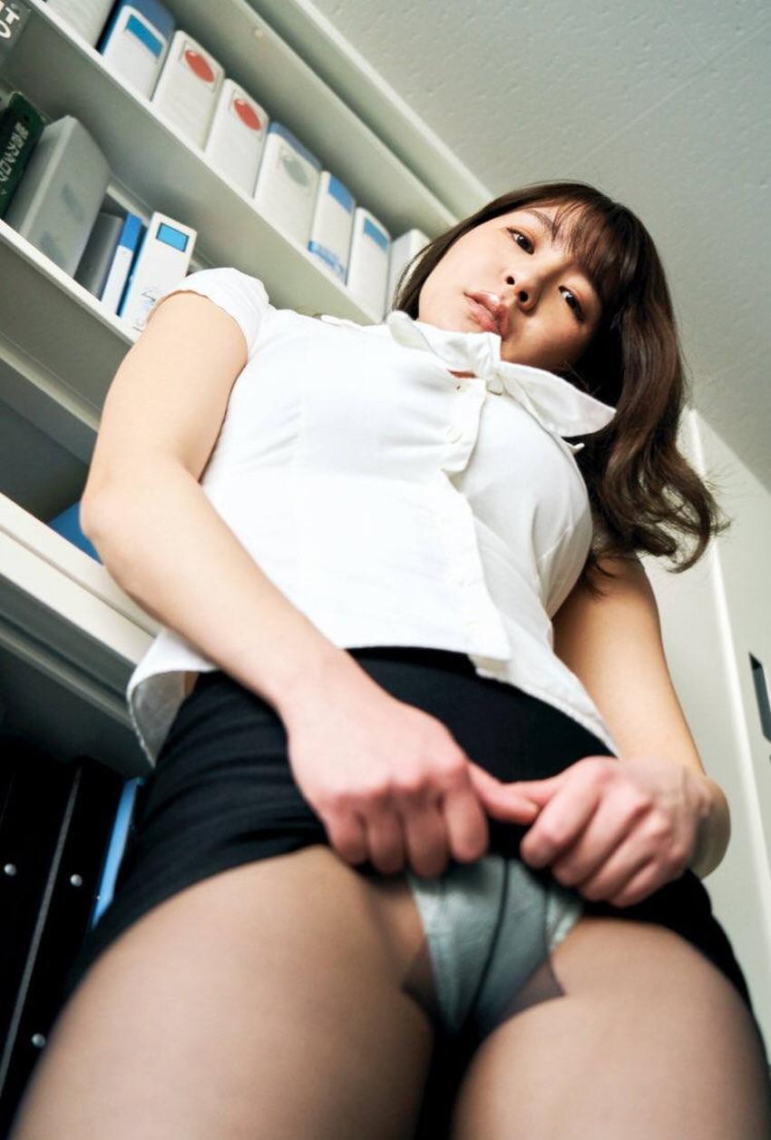 【自発的パンチラエロ画像】女子自らスカートを捲ってパンティーを見せてくれる自発的パンチラのエロ画像集!ww【80枚】 14