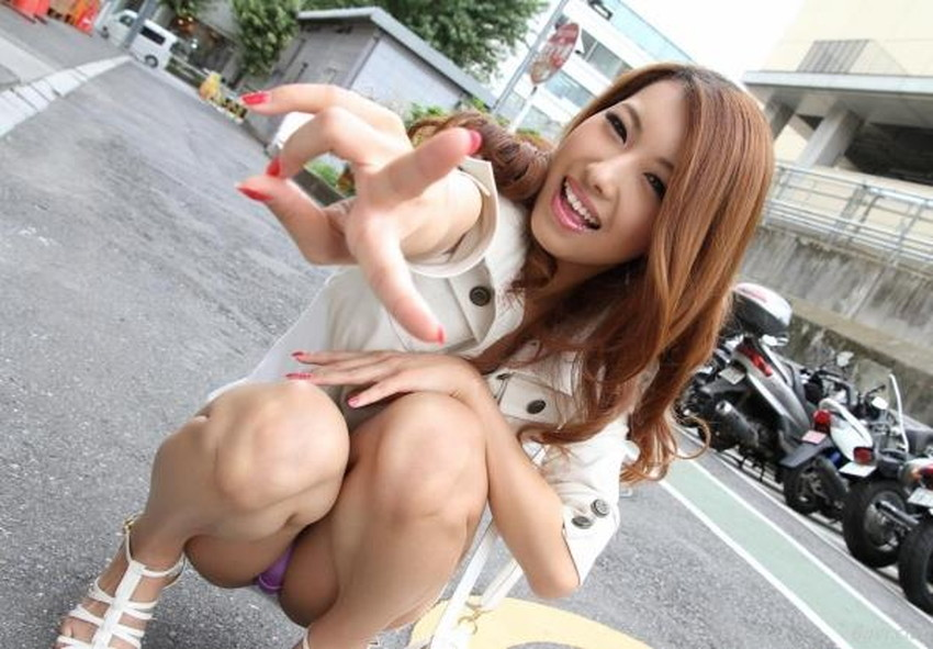 【自発的パンチラエロ画像】女子自らスカートを捲ってパンティーを見せてくれる自発的パンチラのエロ画像集!ww【80枚】 33